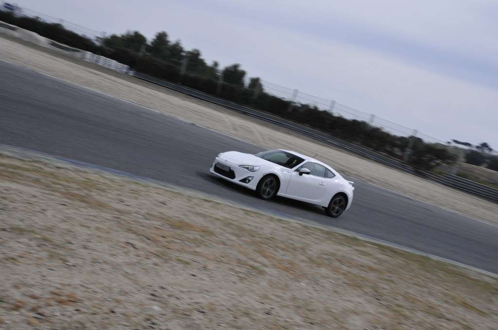 Toyota GT86 - frontale bianca