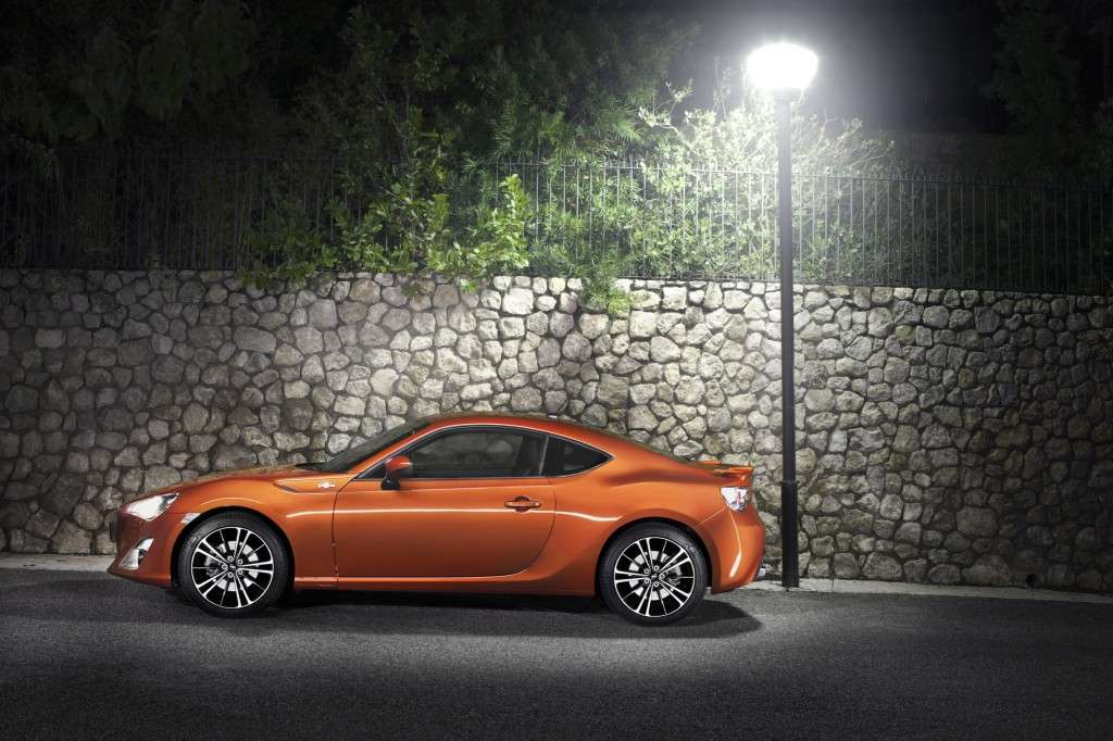 Toyota GT86 - laterale arancion (4)
