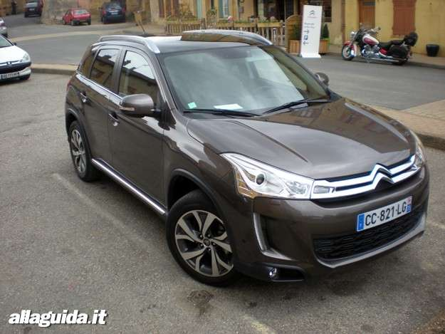 Citroen C4 Aircross, laterale