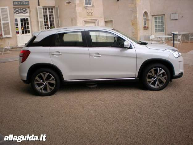 Citroen C4 Aircross, laterale destra