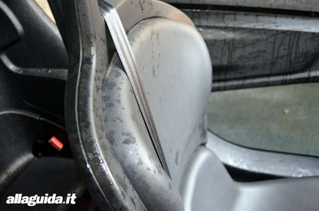 Renault Twizy: sedile guidatore dopo temporale