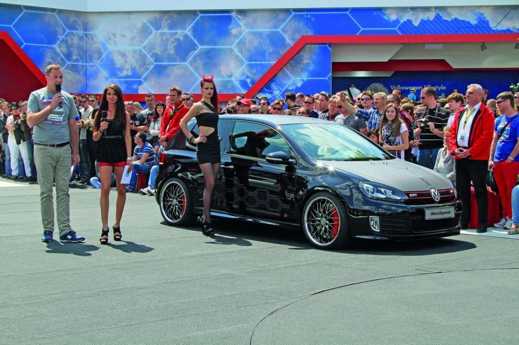 Volkswagen Golf GTI Black Dynamic vista di lato