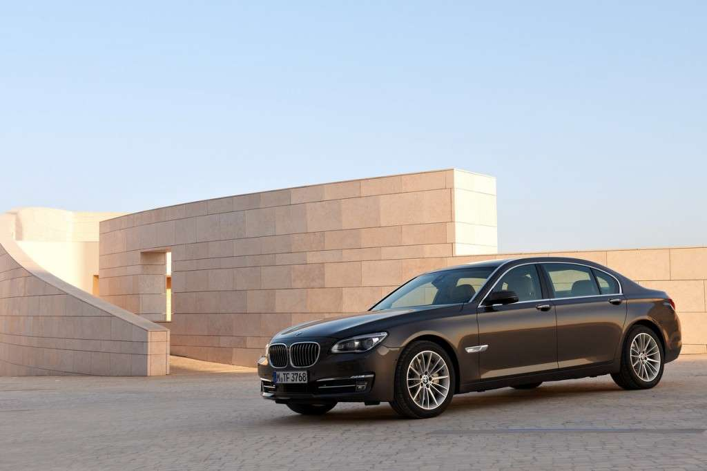 BMW Serie 7 2012 - laterale (2)