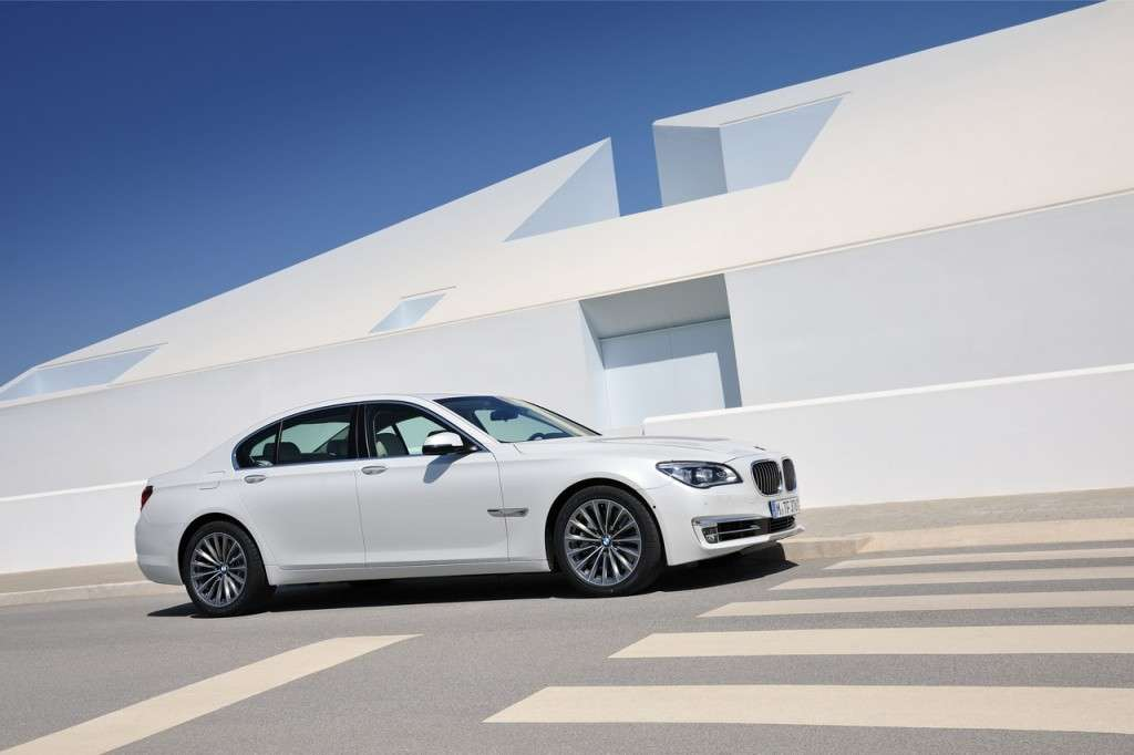 BMW Serie 7 2012 - laterale bianca (2)