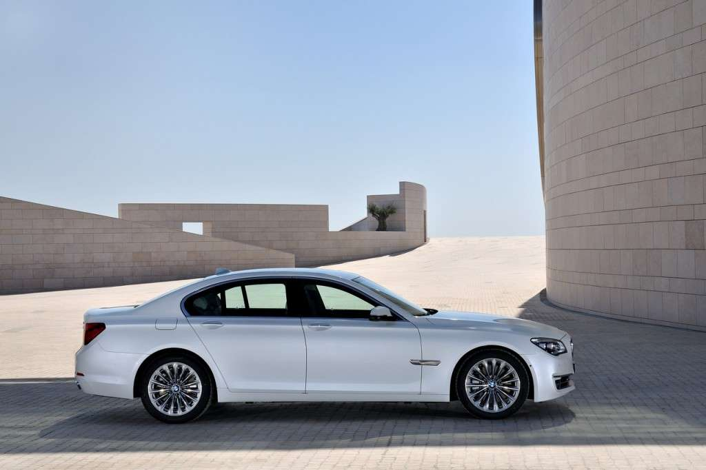 BMW Serie 7 2012 - laterale bianca (4)