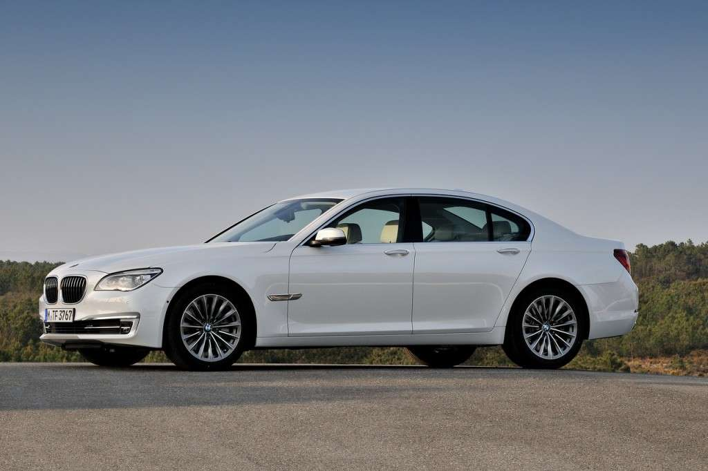 BMW Serie 7 2012 - laterale bianca (5)