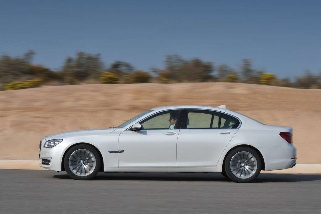 BMW Serie 7 2012 - laterale bianca (6)