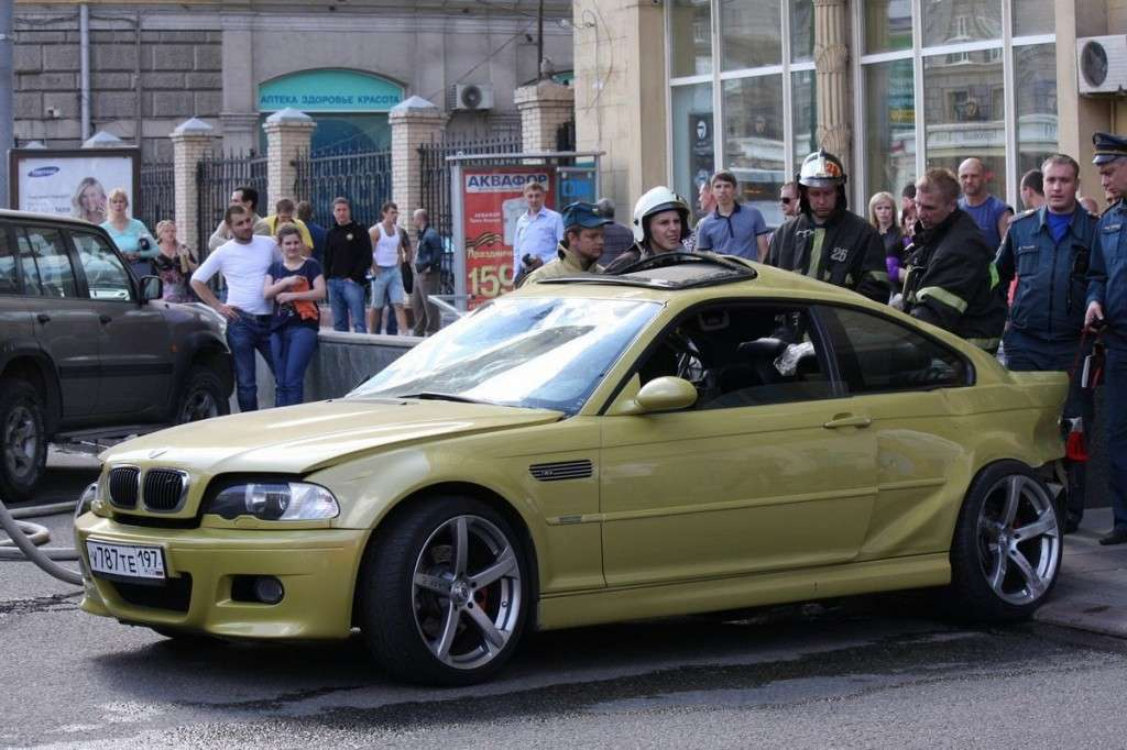 BMW M Club pericoloso incidente M3 e46 anteriore