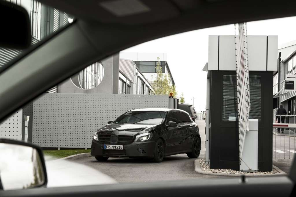 Mercedes A45 AMG teaser ufficiale muso