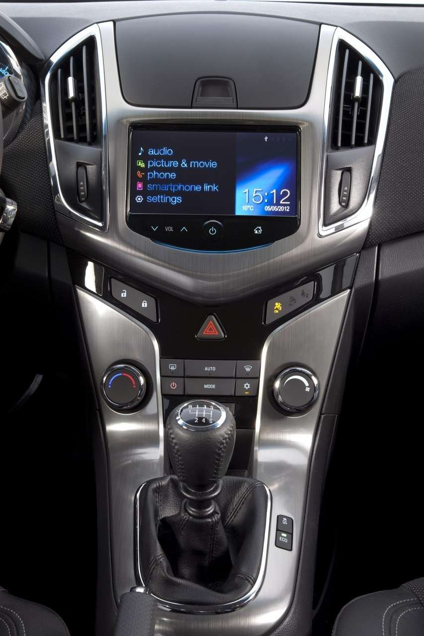 Chevrolet Cruze Station Wagon console centrale (2)