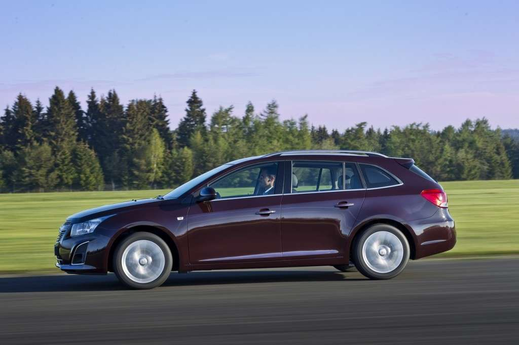 Chevrolet Cruze Station Wagon laterale