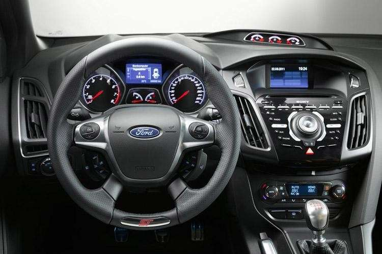 Ford Focus ST - abitacolo