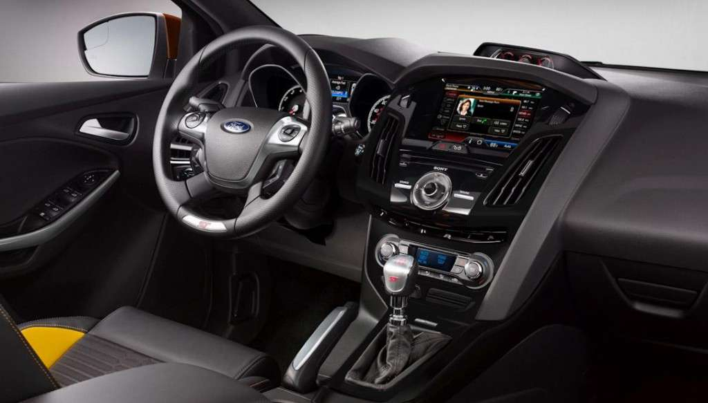 Ford Focus ST - abitacolo (2)