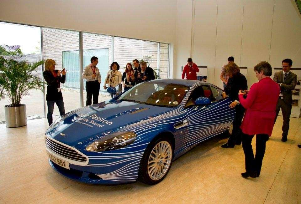 Aston Martin DB9 1M celebrativa di Facebook