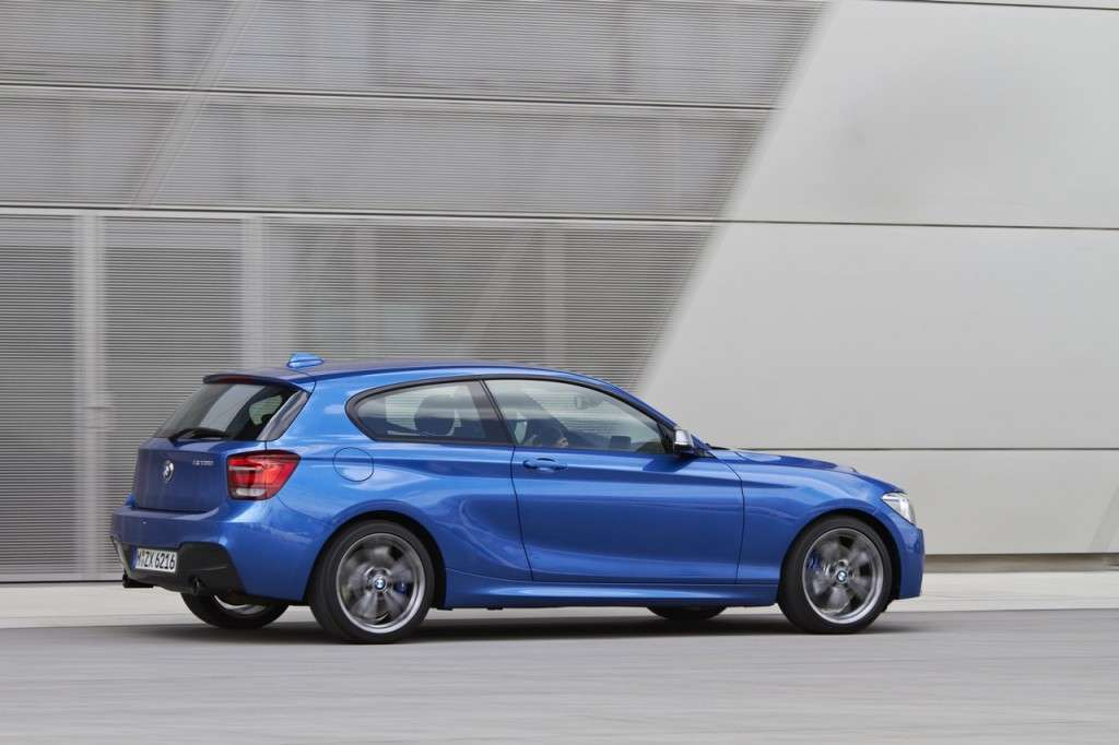 BMW M135i laterale (2)
