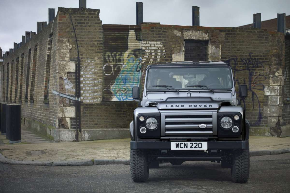 Land Rover Defender XTech - frontale (2)