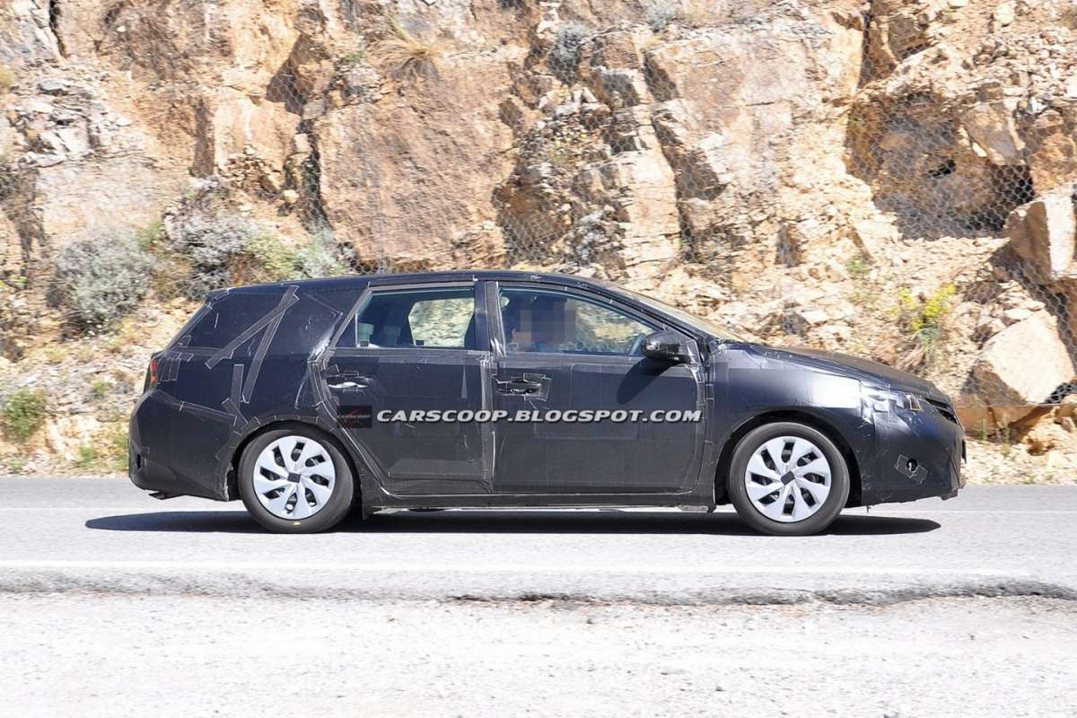 Toyota Auris Station Wagon 2013 laterale