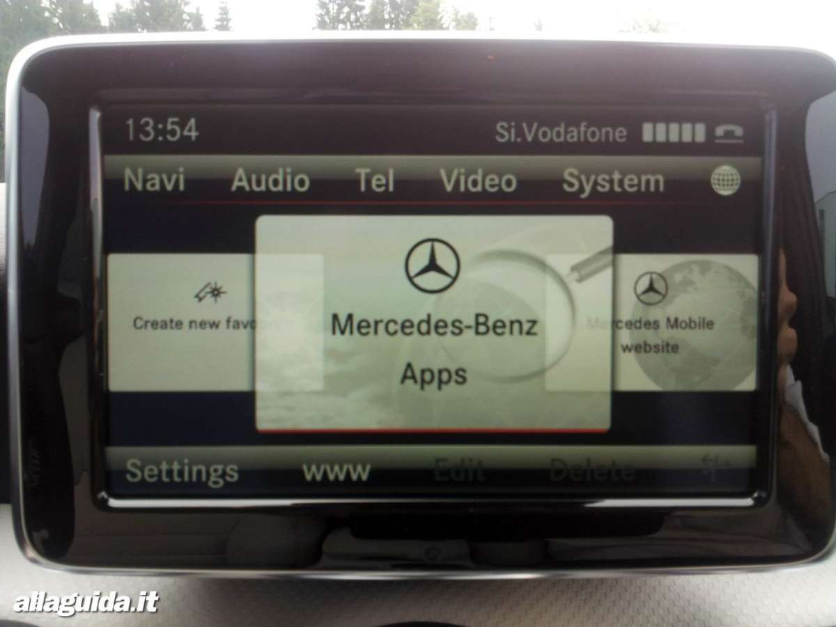 Nuova Mercedes Classe A 2012 tablet