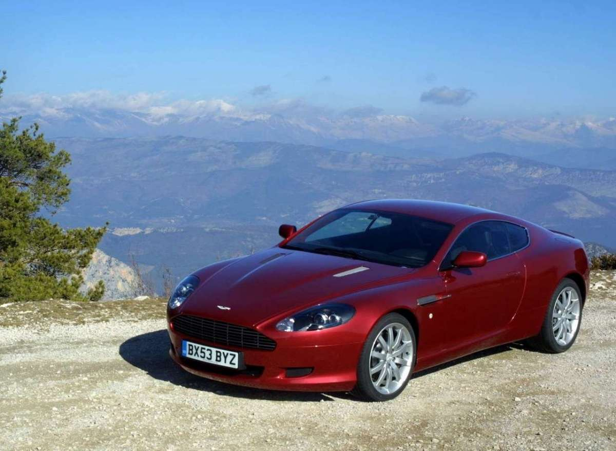 Aston Martin DB9 bordeaux