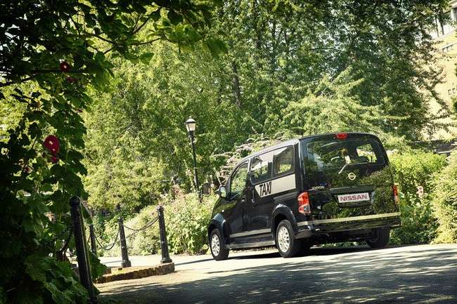 Nissan NV200 Taxi Londra 2013 posteriore