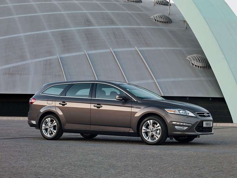 Ford Mondeo SW business lato frontale