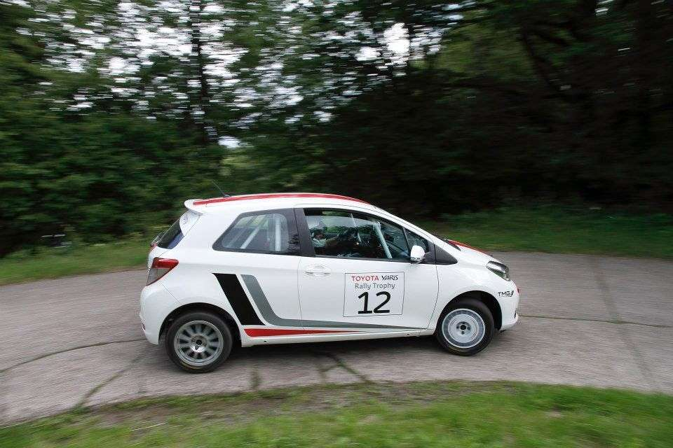Toyota Yaris R1A - laterale (2)