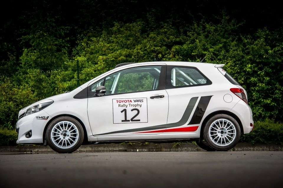 Toyota Yaris R1A - laterale (3)
