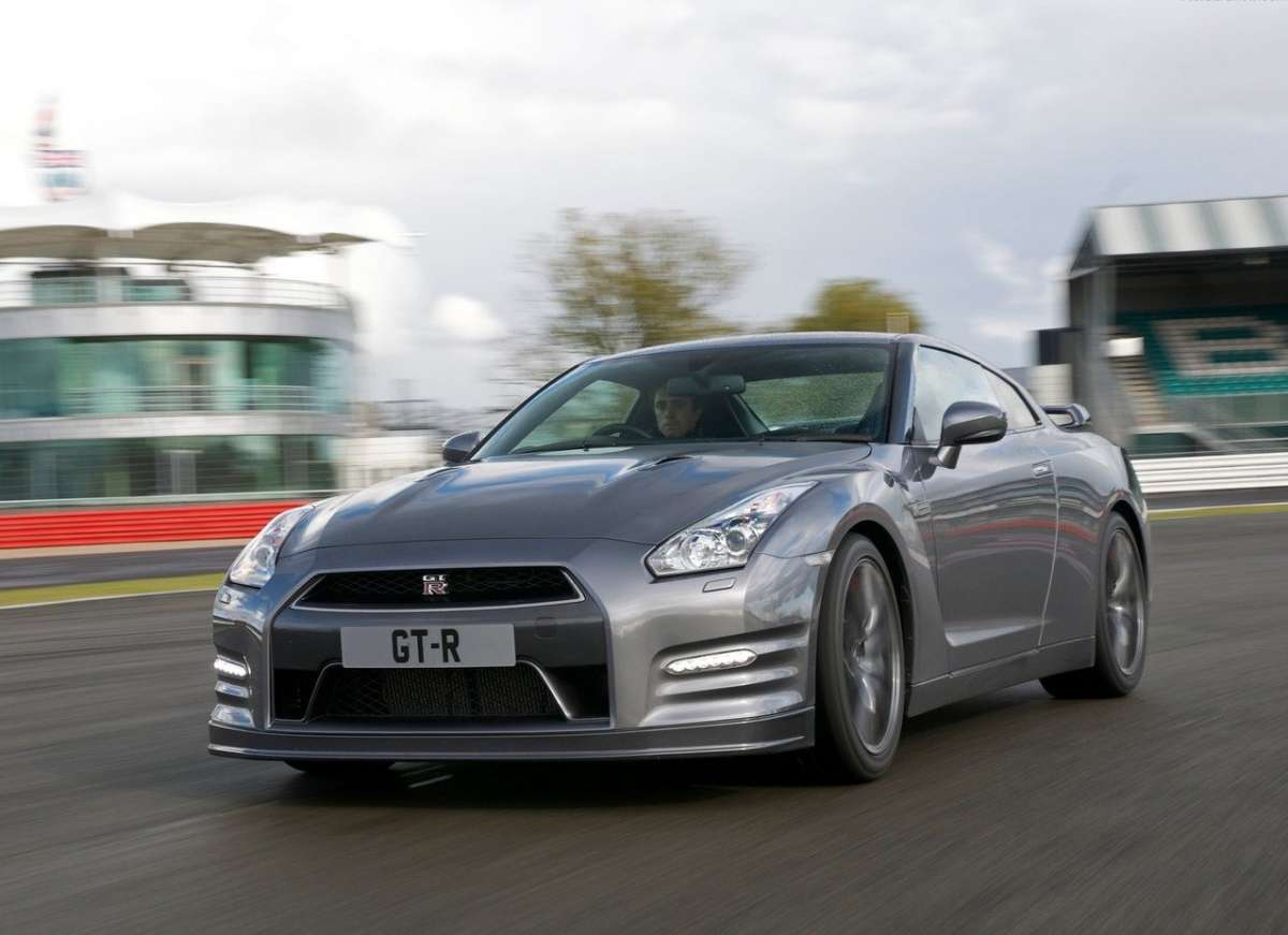 Nissan-GT-R_2012-anteriore