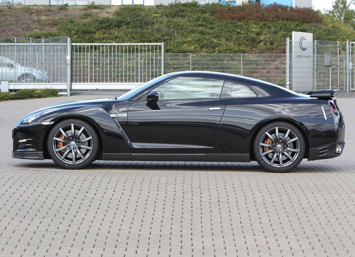 Nissan-GT-R_2012-laterale