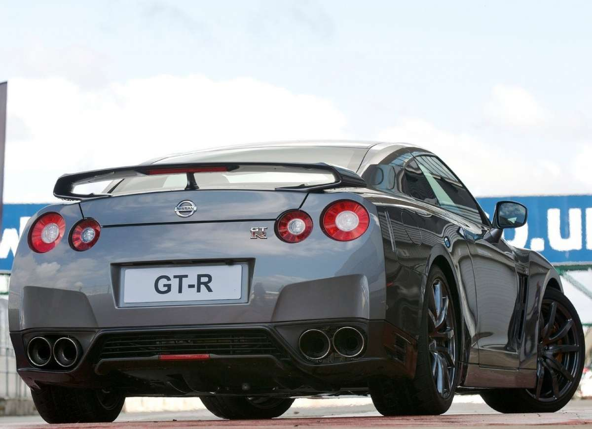 Nissan-GT-R_2012-3/4 posteriore
