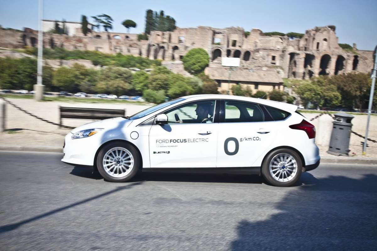 Ford Focus elettrica SYNC Ford Touch laterale