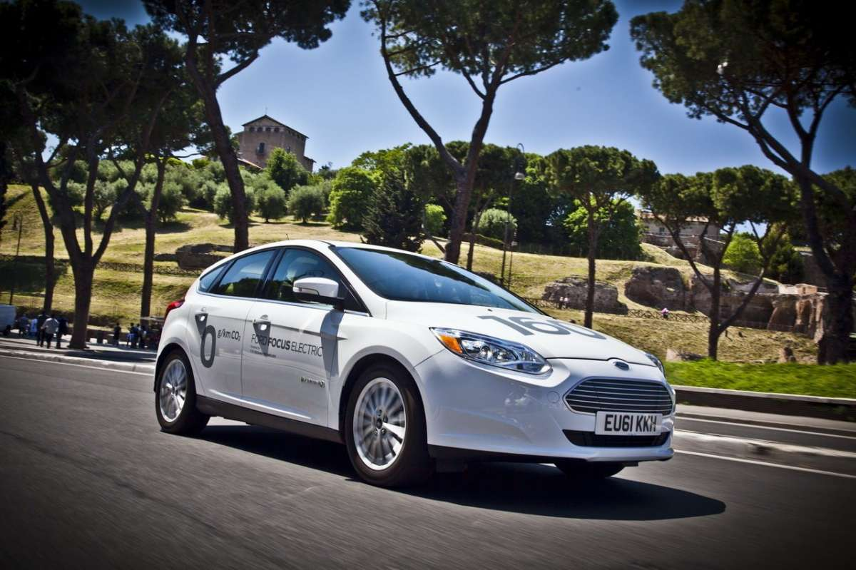 Ford Focus elettrica SYNC Ford Touch laterale anteriore