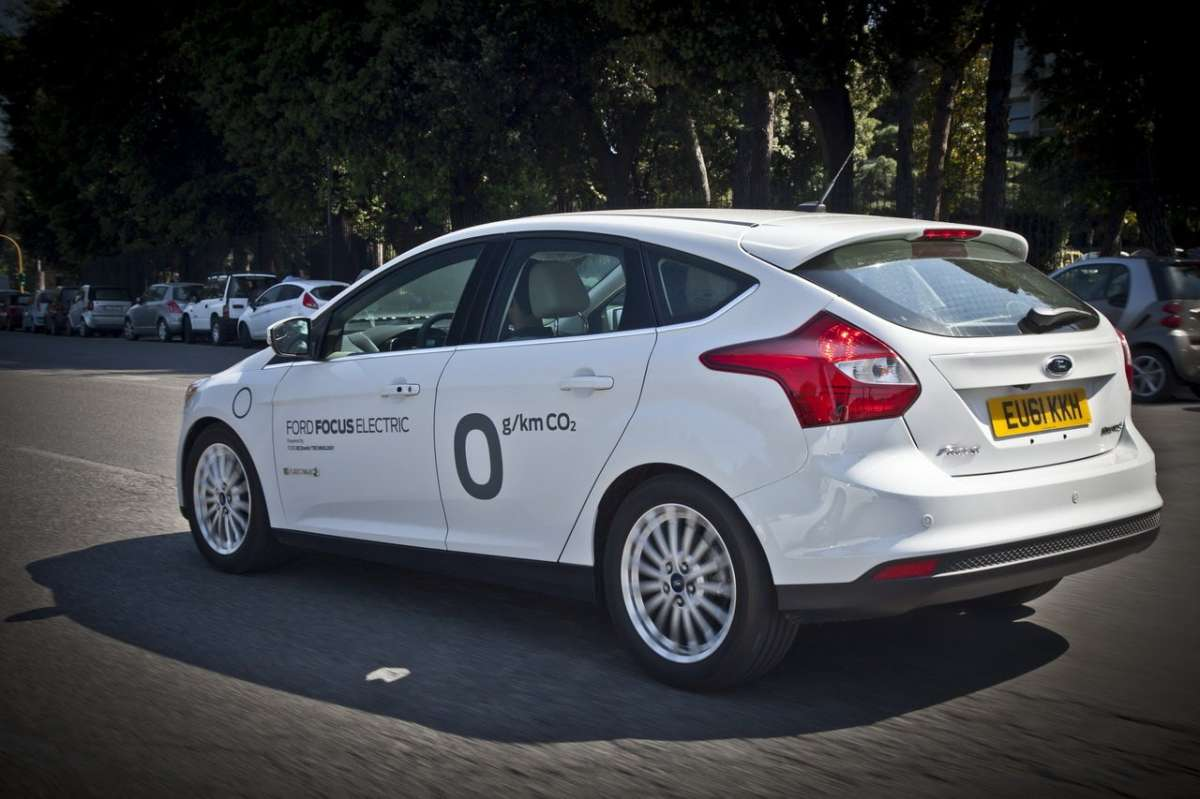 Ford Focus elettrica SYNC Ford Touch laterale posteriore