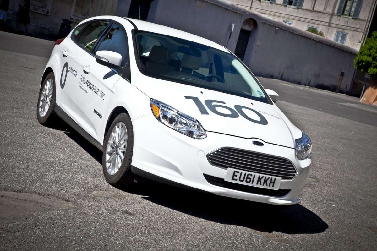 Ford Focus elettrica SYNC Ford Touch vista laterale anteriore