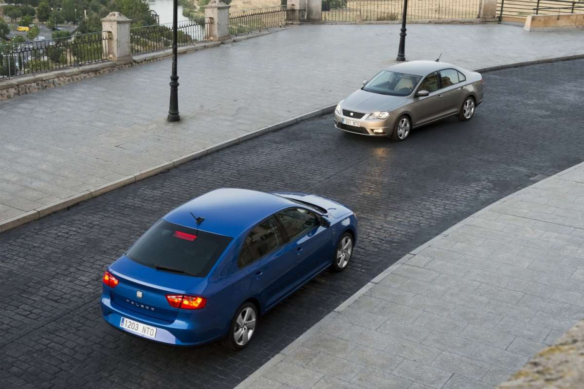 2013-Seat-Toledo-Sedan-visuale dall'alto