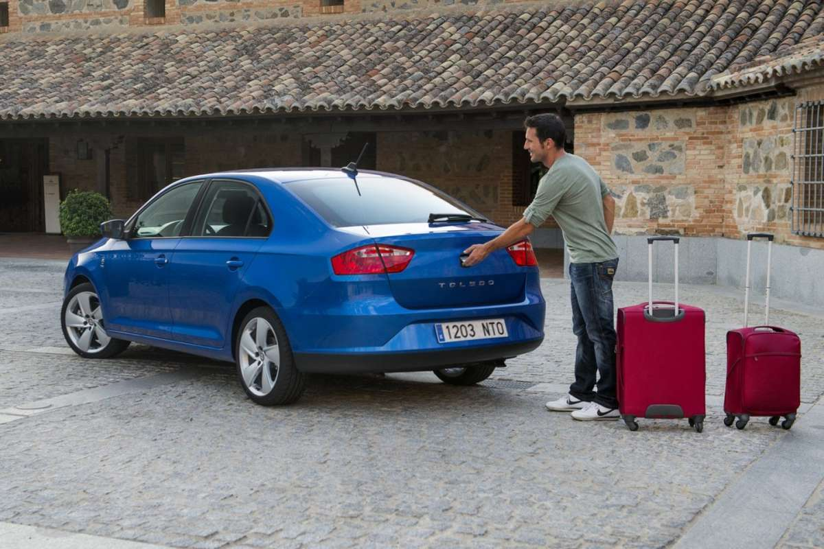 2013-Seat-Toledo-Sedan-in fase di carico