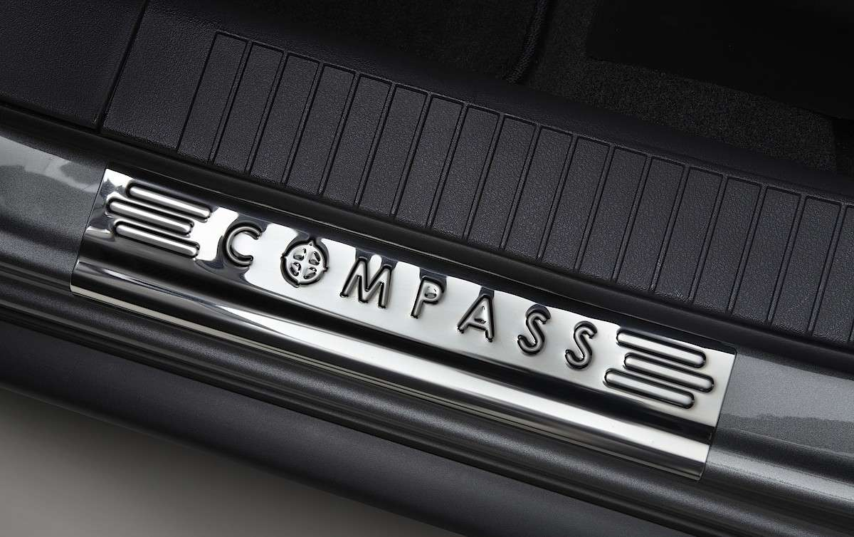 Jeep Compass Limited Salone di Parigi 2012 logo