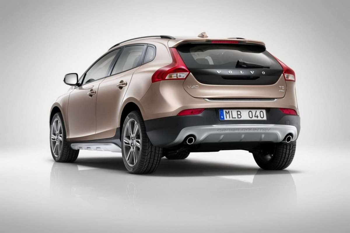 Volvo V40 Cross Country posteriore (2)
