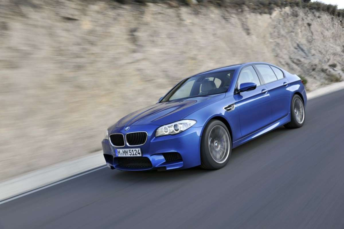 BMW M5 F10 laterale (2)