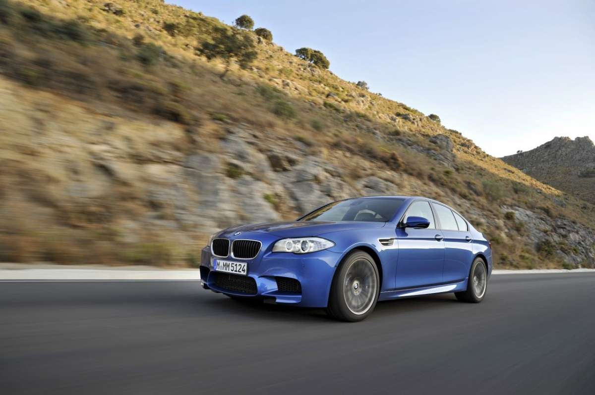 BMW M5 F10 laterale (3)