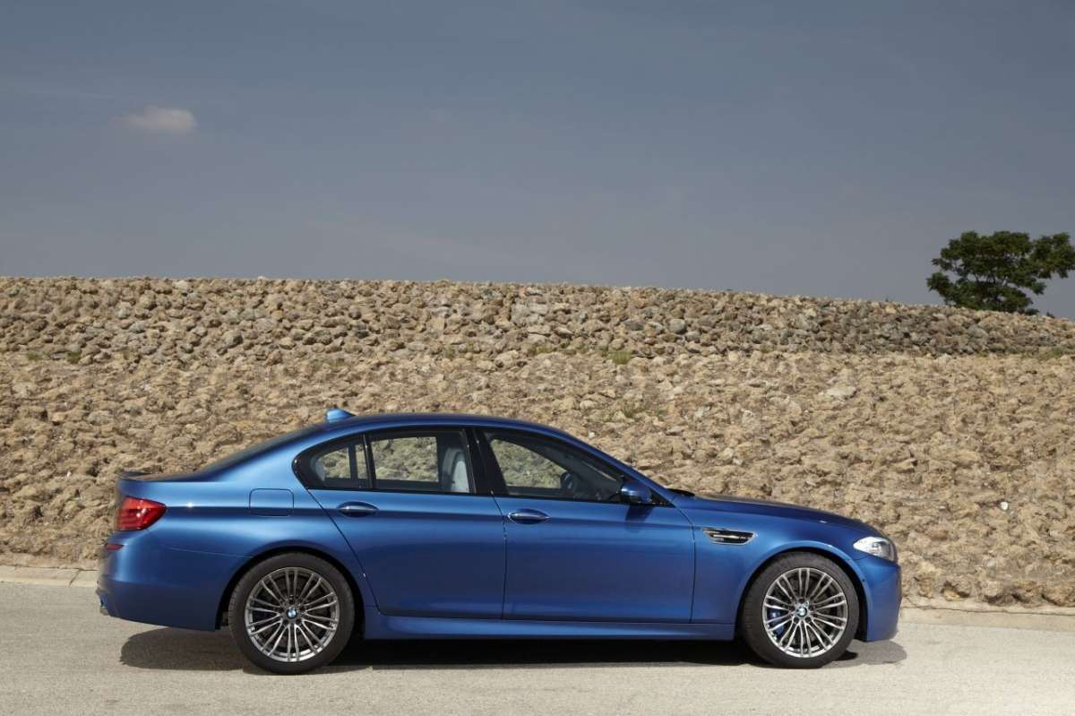 BMW M5 F10 laterale (4)
