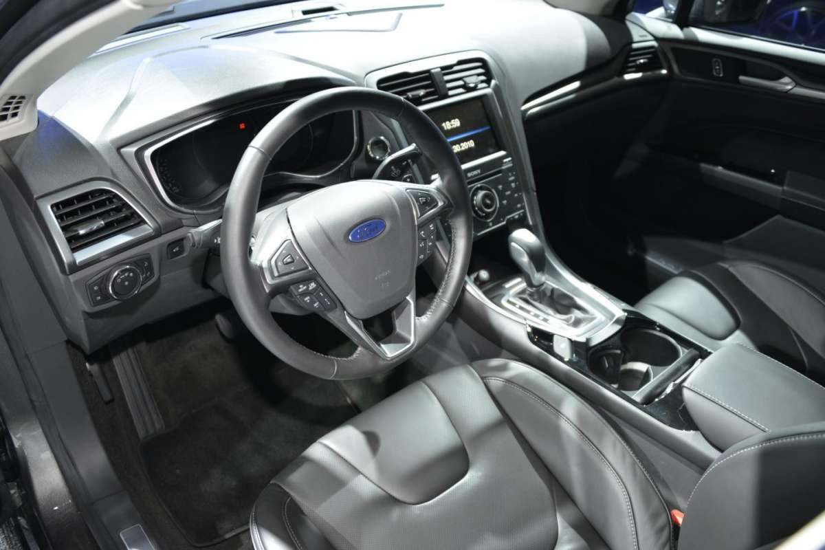 Ford Mondeo station wagon, Salone di Parigi 2012 (2)