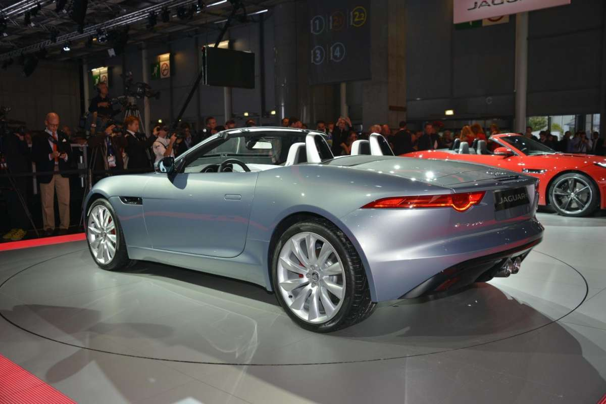 Jaguar F-Type, Salone di Parigi (4)