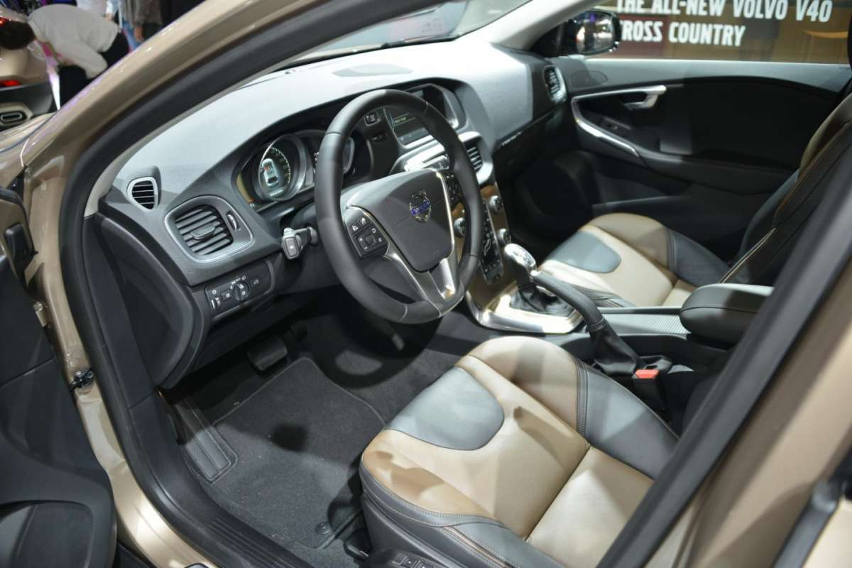 Volvo V40 Cross Country, Salone di Parigi 2012 (4)