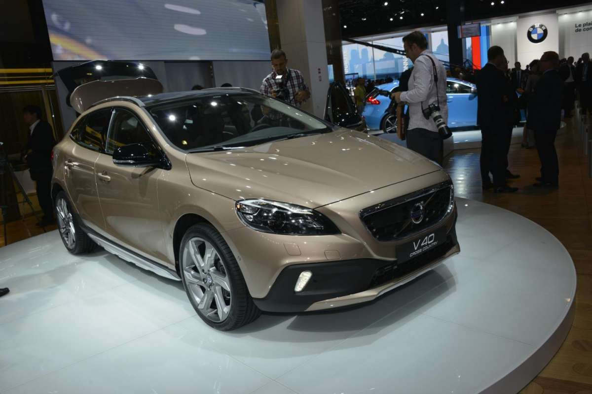 Volvo V40 Cross Country, Salone di Parigi 2012