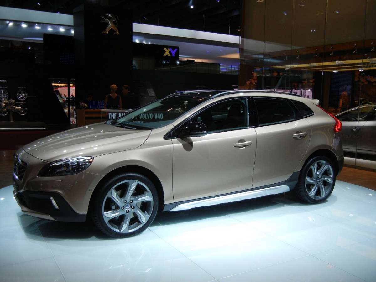 Volvo V40 Cross Country al Salone di Parigi 2012