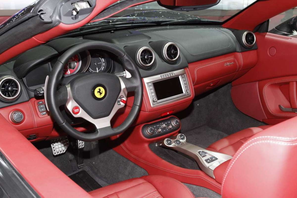 Ferrari California-interni