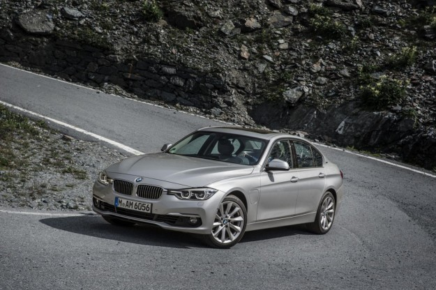 BMW 330e ibrida plug-in