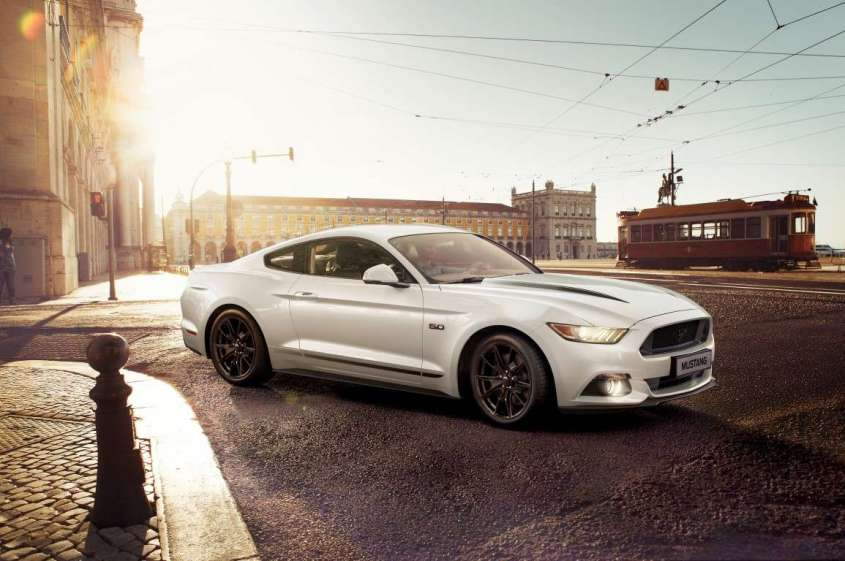 Ford Mustang Black Shadow e Blue Edition