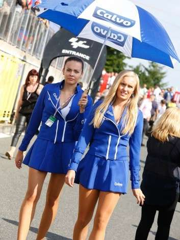 Umbrella girls
